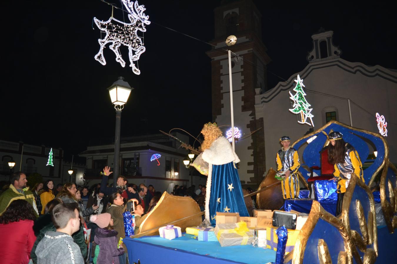 En Bodonal de la Sierra los Reyes repartían regalos en la Casa de la Cultura