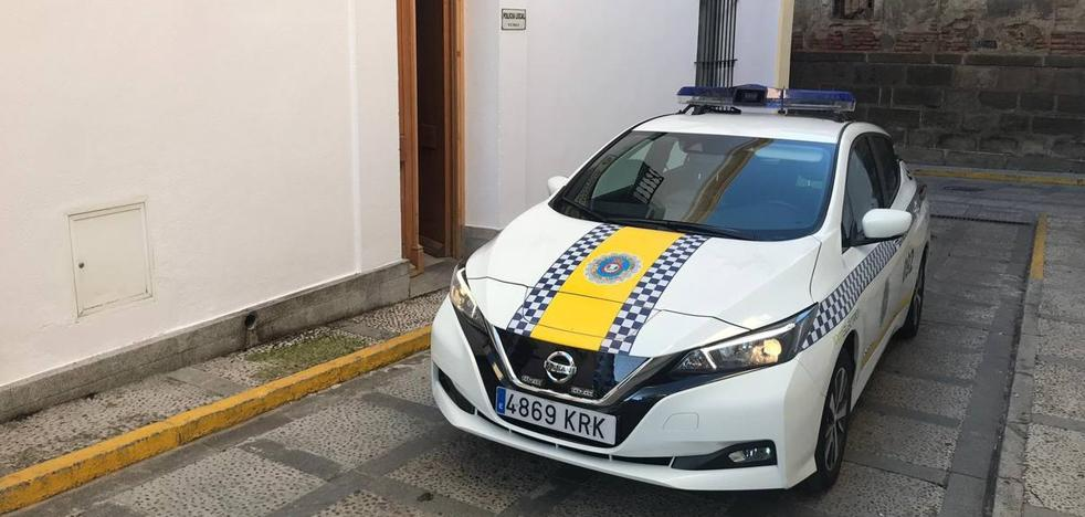 El PSOE denuncia que la alcaldesa podría dejar a la Policía Local sin vehículo 12 horas por adquirirles uno eléctrico
