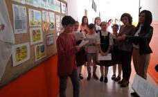 La consejera de Educación visita el CEIP Arias Montano para conmemorar el Día Escolar de Extremadura