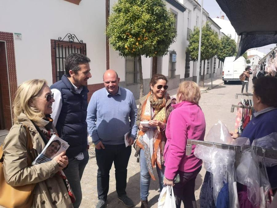 El candidato número uno del PP al Congreso por Badajoz, Víctor Píriz, ha visitado Fregenal de la Sierra, y otras localidades de la comarca