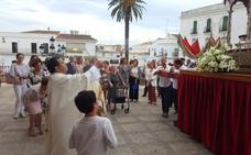 Recogimiento y devoción de los frexnenses en la procesión del Corpus
