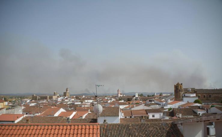 Las nubes de los incendios sobre Fregenal