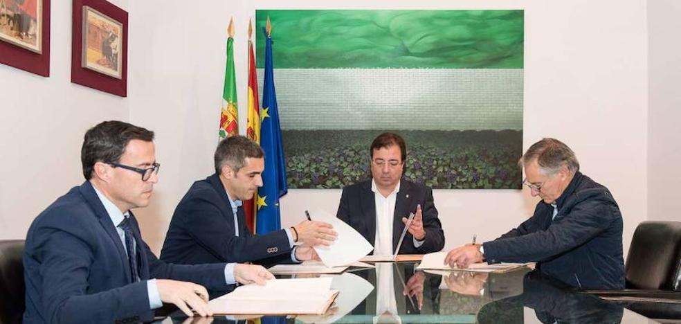 Se firma un convenio de colaboración para entenderse Guareña y Torrefresneda
