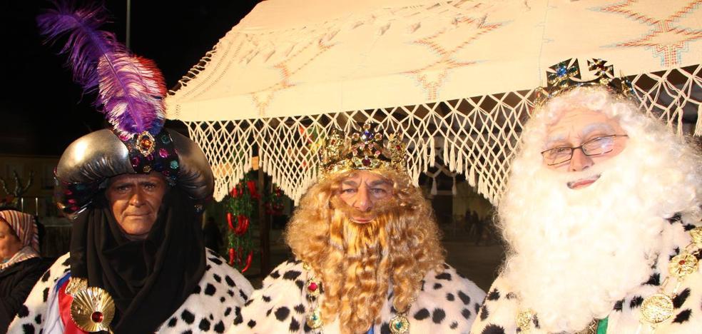 Los Reyes Magos recorrieron las calles del pueblo llevando la alegría a todos