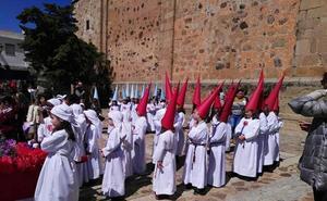 Niños del colegio Nuestra Señora de los Dolores organizaron la Semana Santa en Guareña