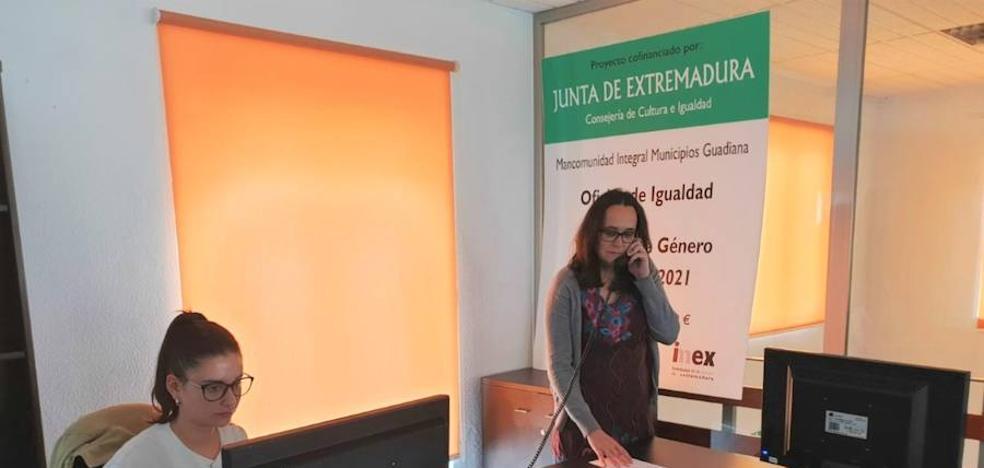 La oficina de Igualdad y Violencia de Género de la Mancomunidad Guadiana está al servicio de la ciudadanía en 14 poblaciones