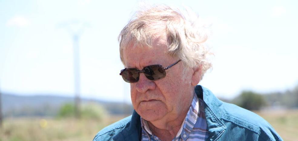 El hispanista escritor Ian Gibson interesado por El Turuñuelo estuvo en Guareña