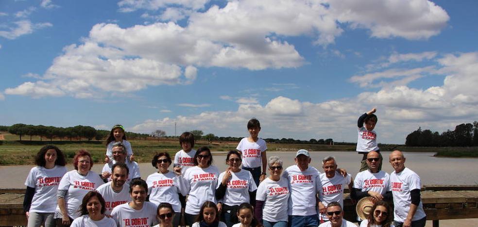 La familia de Llanos-Serrano coincide por vez primera en Guareña
