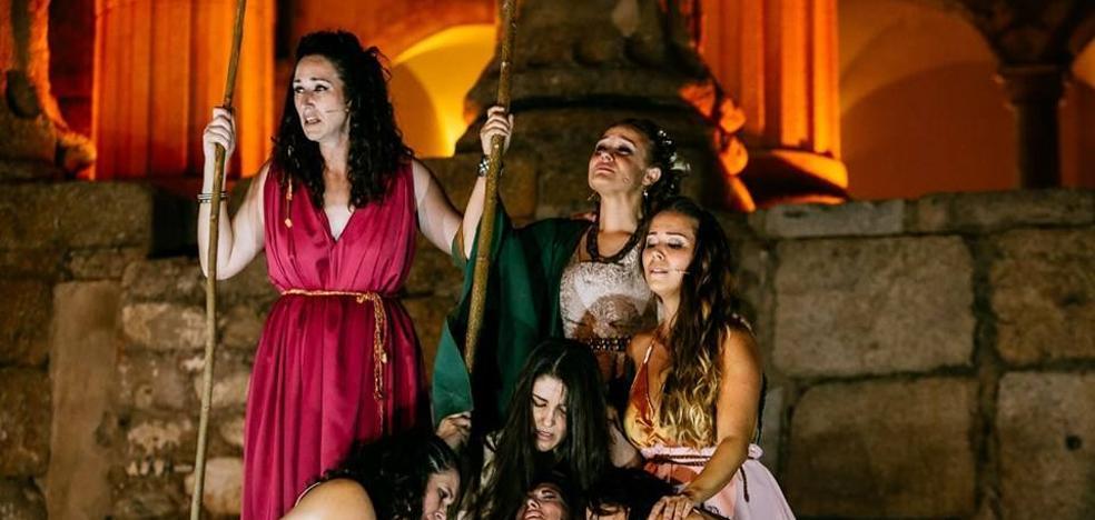 La escuela municipal de teatro emocionó con Las Troyanas