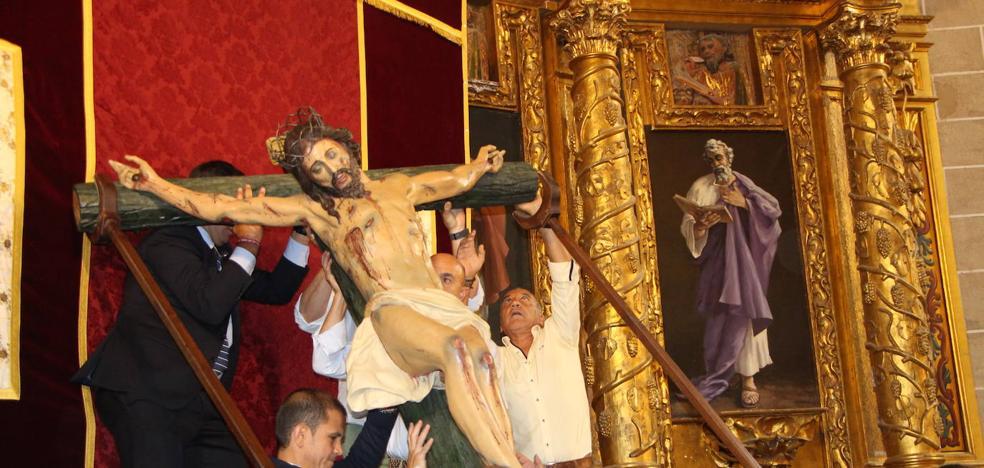El Cristo de las Aguas sale a la calle aprovechando «una clara»