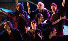 Tras el éxito de Las Suplicantes se piensa en una adaptación para promocionar la obra por toda España