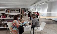 La biblioteca Eugenio Frutos celebró 'El Collar de la Biblioteca Humana'