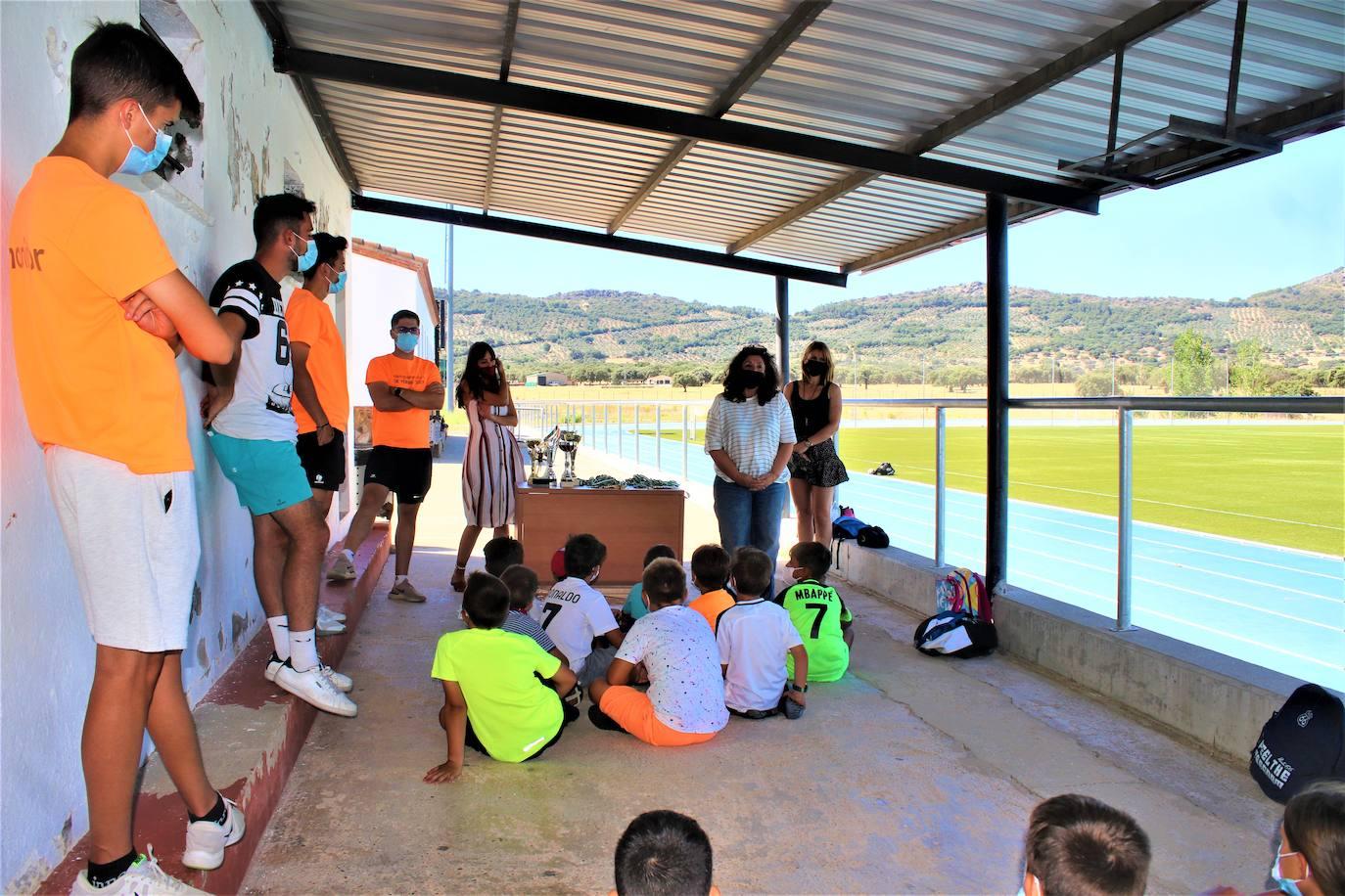 Clausura de los Campamentos y Talleres de Verano de Herrera del Duque y Peloche