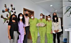 El alcalde de Herrera del Duque visita a las personas mayores de la residencia y del Centro Terapéutico de AFAD