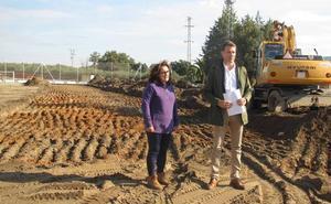 Comienzan las obras de la construcción del campo de césped artificial