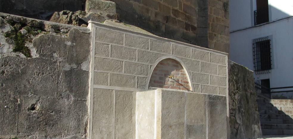 Finaliza la remodelación de la fuente del Jaralillo y la reconstrucción del pilar de la Crucera