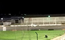 El campo de fútbol empieza a ser de césped artificial