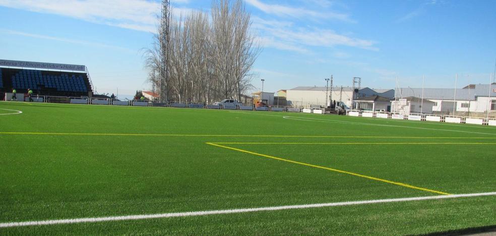 El Jaraíz estrena hoy campo de césped artificial