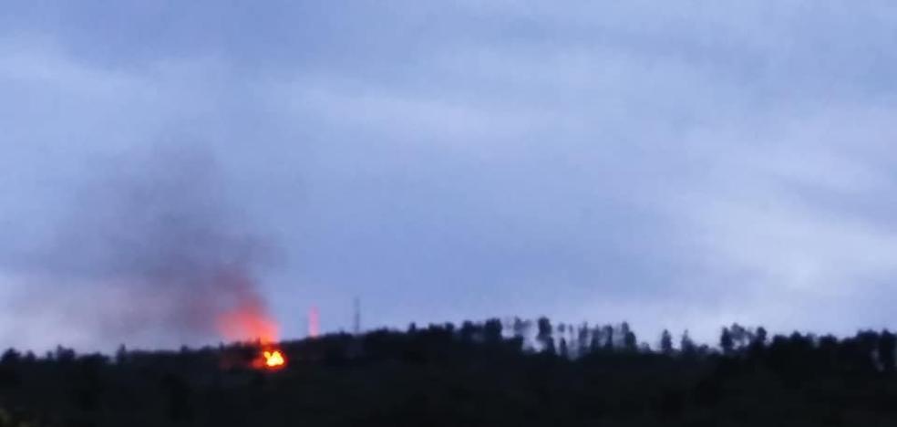 Arde el Cerro de las Cabezas