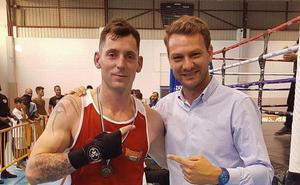 Iván González revalida el título de campeón de Extremadura de Boxeo