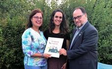 La escritora Lucía Marín asiste a la clausura de fin de curso del club de lectura