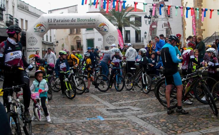 El 'Día de la Bicicleta' reúne a pequeños y mayores entorno al ciclismo