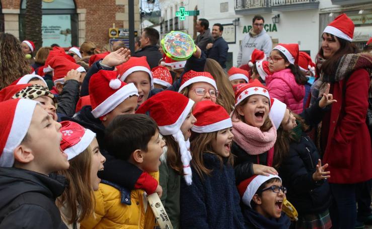 'El Rodeo' pone ritmo a la Navidad cantando villancicos en su primer 'Desfile Navideño'