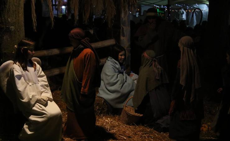 Más de 200 vecinos representaron el Belén viviente de La Bazana