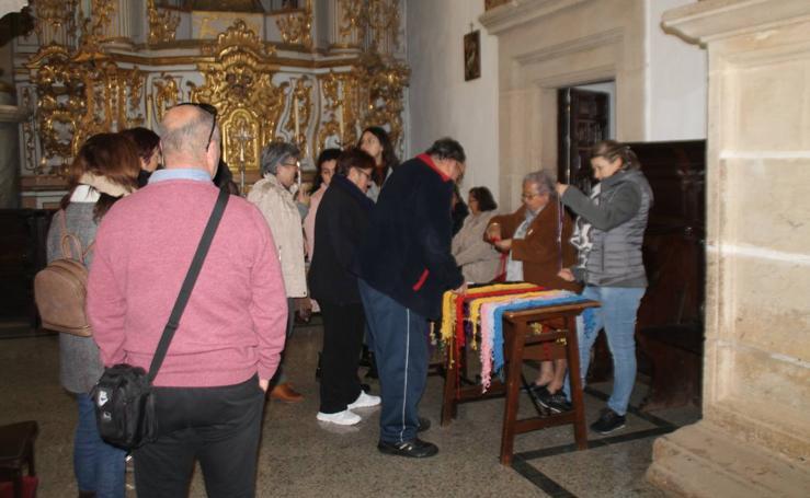 Jerez celebra la festividad de San Blas con la tradición de su cordón