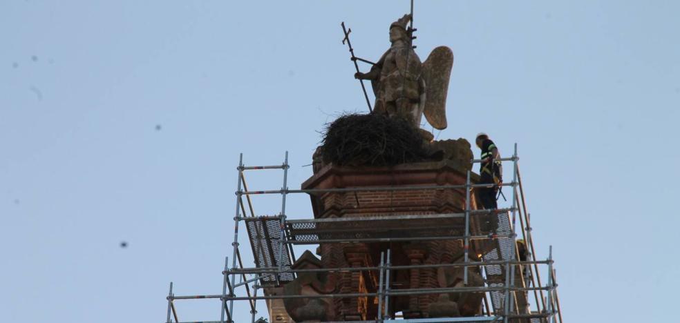 Casi 70 metros de andamiaje para restaurar la torre de San Miguel