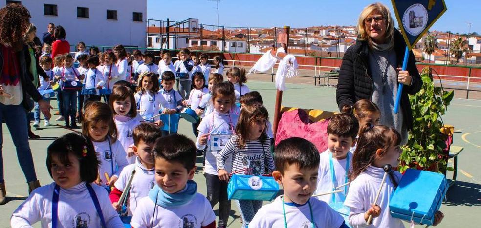 El Colegio 'Sotomayor y Terrazas' enseña a apreciar los sones de la Semana Santa con su III Certamen escolar de bandas