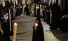 Silencio y recogimiento en la procesión de Martes Santo