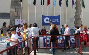 Más de mil torrijas endulzan la Semana Santa jerezana en la 1ª Torrijada promovida por la Cadena Cope