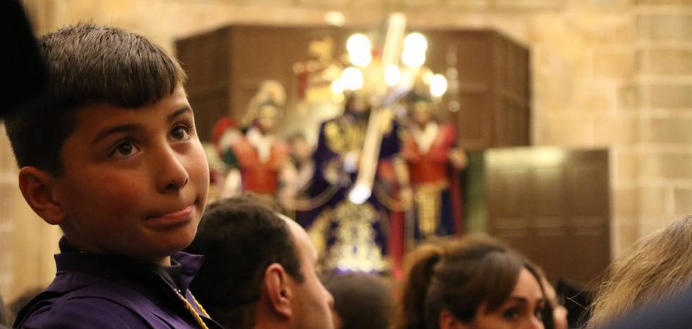 'Nuestro Padre Jesús Nazareno' corona la tarde de Viernes Santo, a pesar de la lluvia