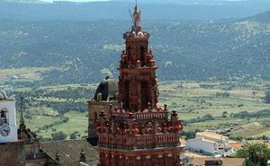 La torre de San Miguel luce su belleza barroca tras su restauración