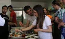 18 jóvenes se forman como ayudantes de cocina gracias a la Cámara de Comercio