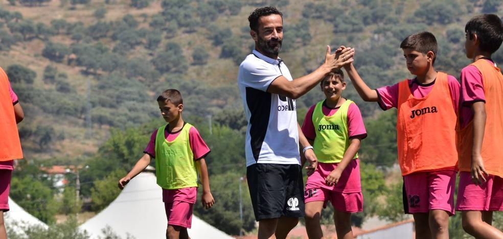 El campus 'Paco Peña' afronta su 5ª edición apostando por el fútbol como herramienta de educación