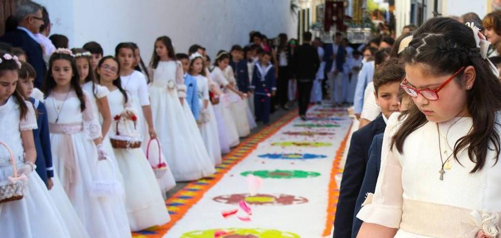 6.000 kilos de sal teñida de colores alfombrarán las calles de Jerez en la festividad del Corpus