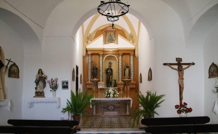 El barrio de San Roque inaugura la restauración del retablo de su Ermita