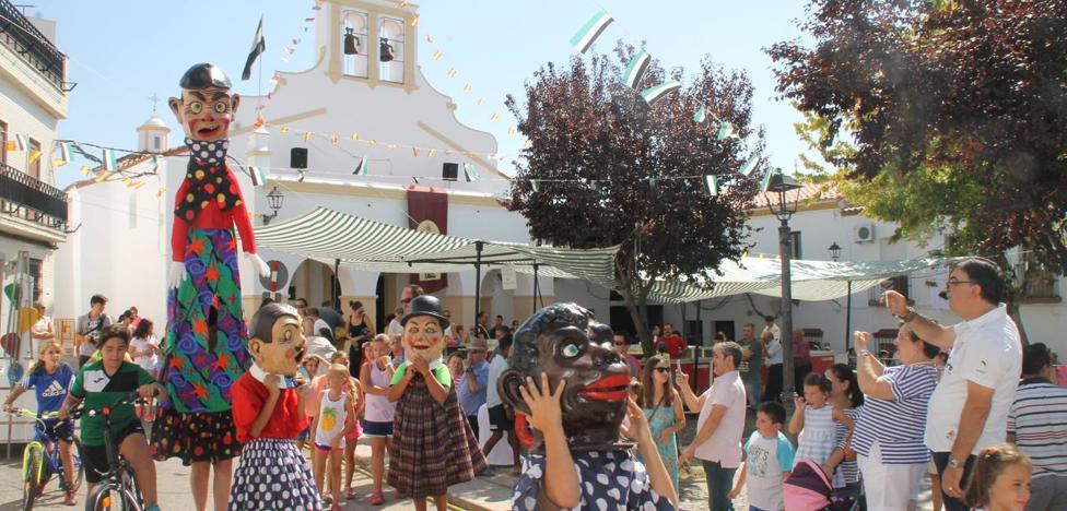 El barrio de los Mártires ya luce engalanado para celebrar su tradicional 'velá' este fin de semana