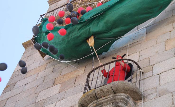 La ancestral 'Salida del diablo' anuncia la festividad del patrón