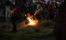 Jerez revive, un año más, la tradicional 'quema del rabo del diablo'