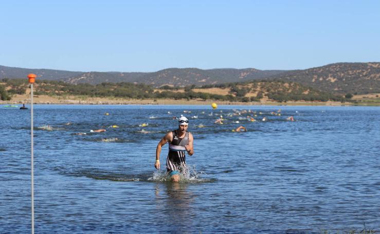 Más de 140 triatletas se dan cita en Jerez para participar en el VI Triatlón 'Ciudad del Temple'