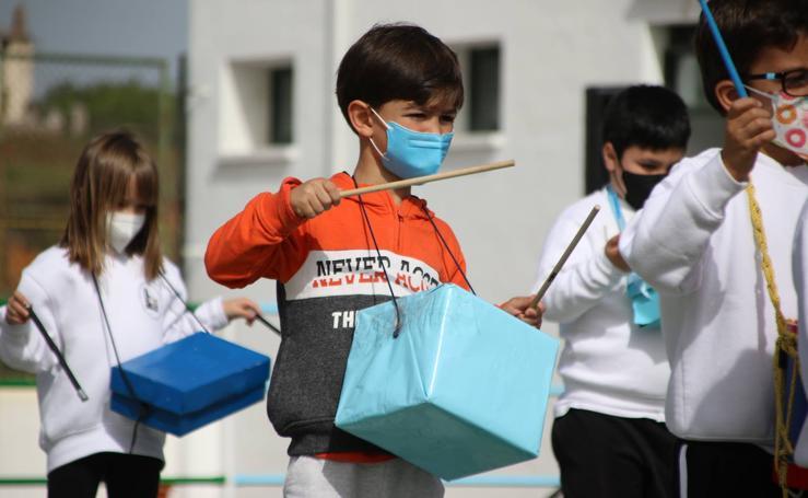 El CEIP 'Sotomayor y Terrazas' celebra su tradicional tamborada con motivo de la Semana Santa