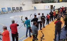 El club de tiro con arco celebra su tirada en sala 'Los Martinitos'