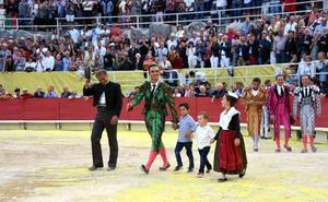 Ángel Pérez, mayoral de la ganadería Jandilla, triunfa en Francia