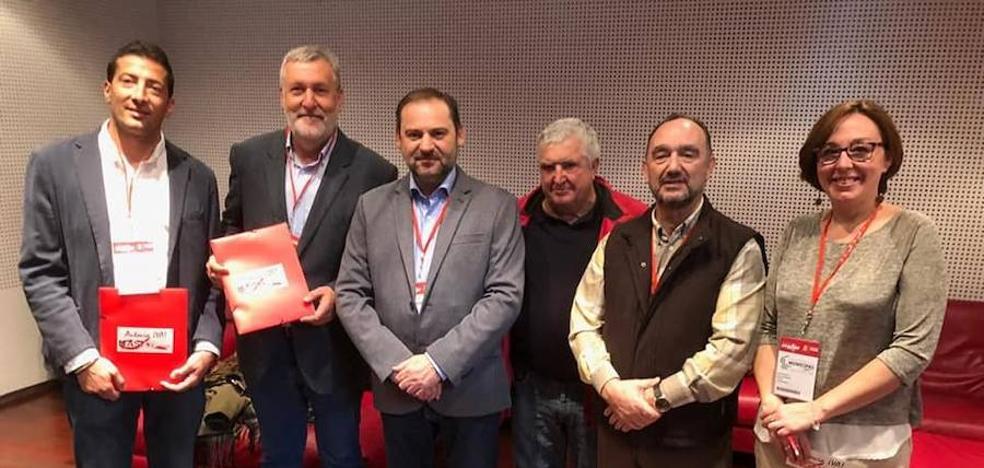 Reunión por la N432 en Cáceres de Valentín Cortes con el ministro Jose Luís Ábalos