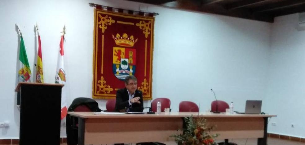 El director de Economía y Comercio presenta las líneas de actuación para los próximos años en Llerena