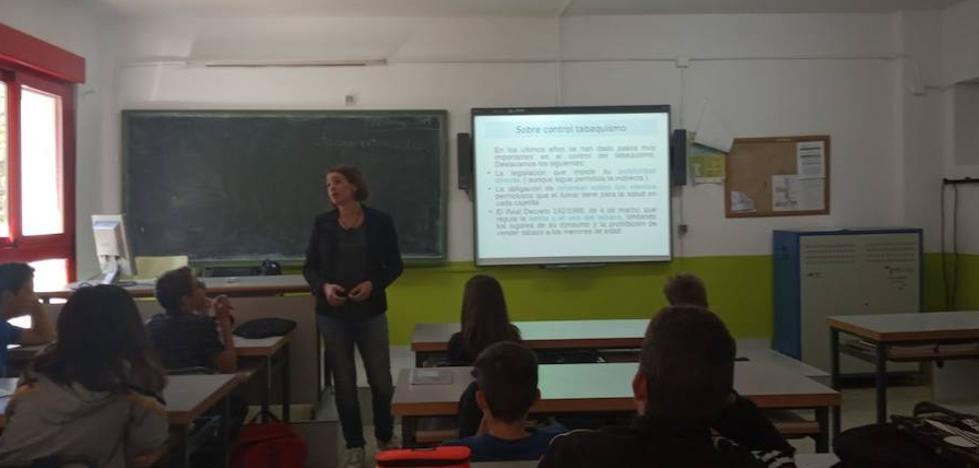 Los estudiantes de Llerena reciben charlas sobre prevención del consumo de tabaco