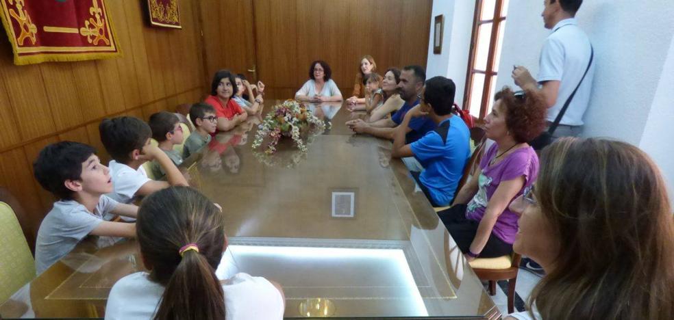 La Asociación de Altas Capacidades de Extremadura se reúne con autoridades municipales